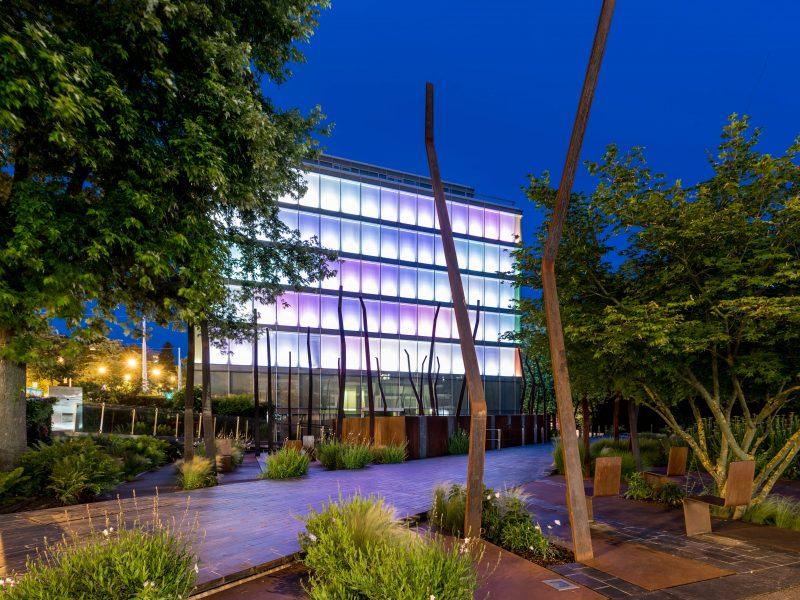 Iluminación Amandolier Building Ginebra