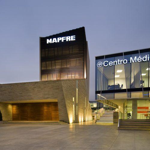 Exterior centro médico Mapfre Perú