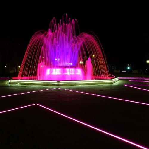 Plaza Bolivar Maracay Venezuela iluminación rosa
