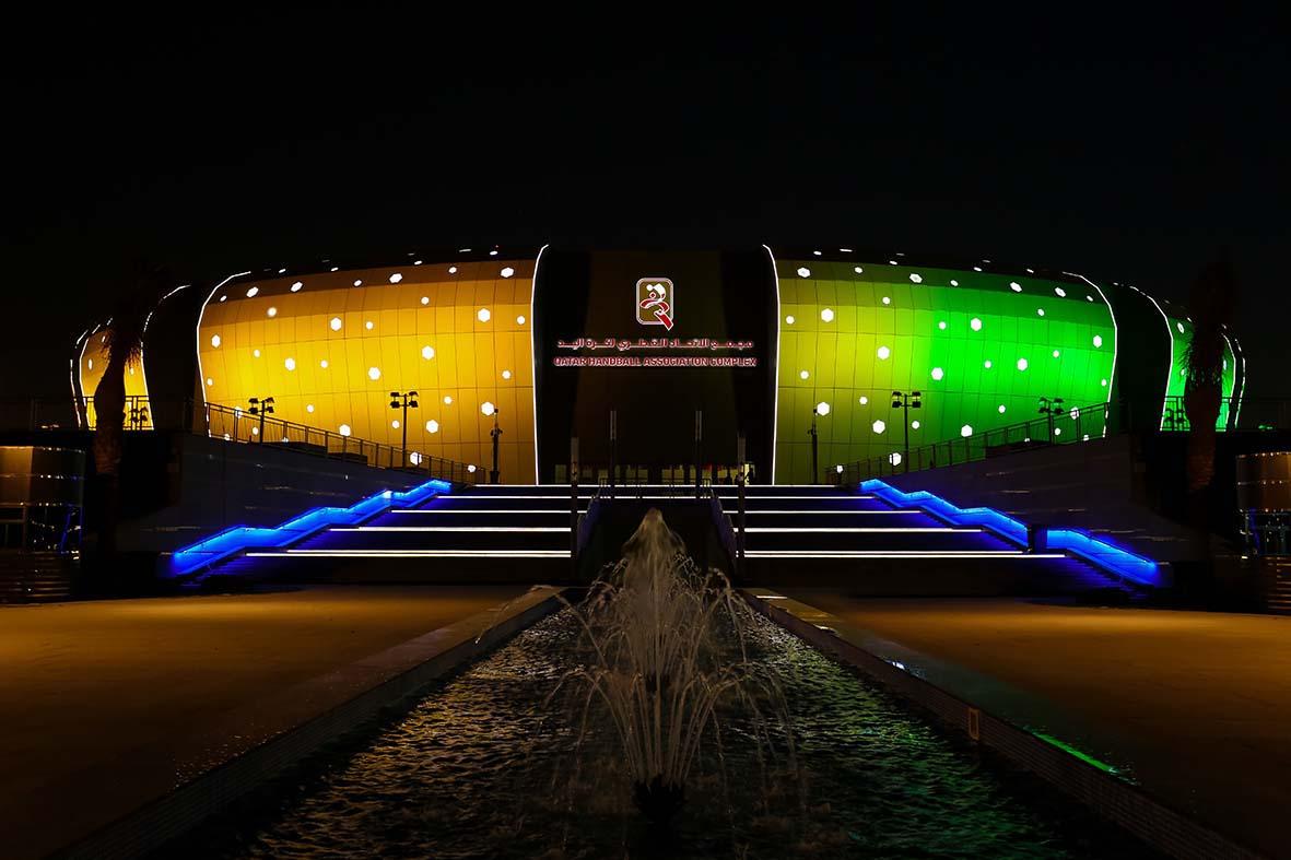 Qatar handball complex iluminación amarilla y verde
