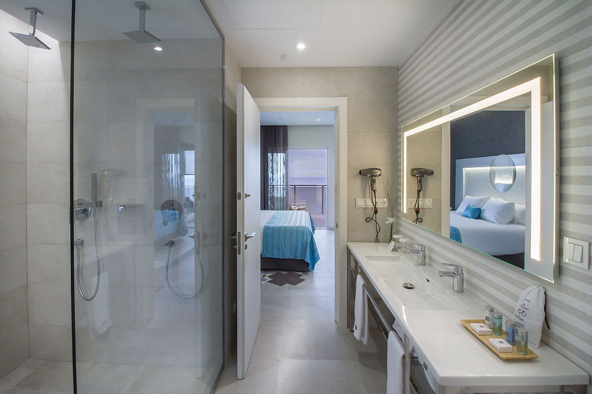 Suitopia Alicante baño habitación